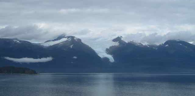 great looking peaks and glaciers all around as we cruise up the passage