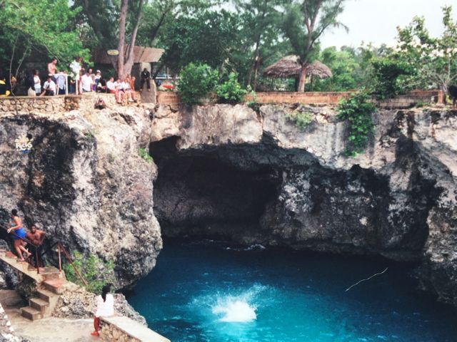 Negril Cliff Divers