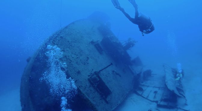 Diving the Graveyard of the Caribbean in Roatan